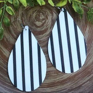 Jewelry - Leather Earrings Black White Striped Stripes NEW